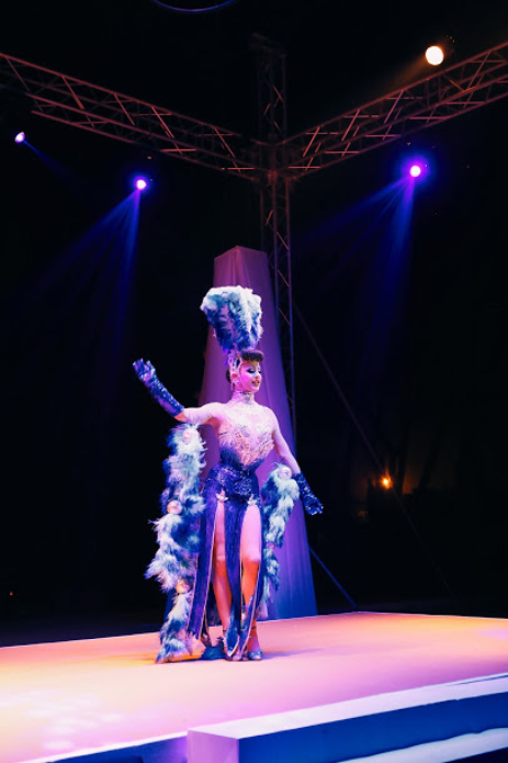 drag acrobatic performers